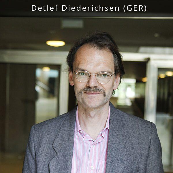 """Detlef yra Berlyno kultūros centro Haus der Kulturen der Welt muzikos ir scenos menų skyriaus vadovas, atsakingas už tokius festivalius kaip """"Wassermusik"""" ir """"Worldtronics"""", už projektų """"Überlebenskunst"""" bei """"Das Anthropozän-Projekt """" muzikinę dalį bei kuruojantis koncertų ciklą """"HKW Royal"""". Jis yra patyręs žurnalistas bei redaktorius, dirbęs tokiuose vokiškuose leidiniuose kaip """"Sounds"""", Spex"""", """"Szene Hamburg"""", """"taz"""", """"Hamburger Morgenpost"""", """"Die Zeit"""", """"Stereoplay"""", """"Wolkenkratzer"""", """"Tempo"""", """"Wiener"""", """"Die Beute"""", """"tango"""", """"Prinz"""", """"Die Woche"""", """"McK Wissen"""", Wolfsburgo """"StadtAnsichten"""". Deltlef yra bendradarbiavęs su Universal ir Warner Music verčiant dainų tekstus iš anglų į vokiečių kalbą (tokių atlikėjų kaip Alanis Morrisette, Suzanne Vega, Iris DeMent ir daugelio kitų). 1993 m. jis įkūrė ir iki 1995 m. vadovavo įrašų kompanijai Moll Tonträger. Detlef taip pat yra patyręs gitaristas, dainininkas ir dainų autorius (grupėje Die Zimmermänner) bei miuziklų prodiuseris."""